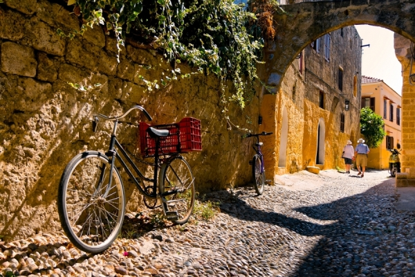 rhodes-island-traditional-streets-bicycles-greek-islands-greece-europe-dp42624283-1600_5
