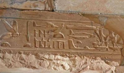 Ancient-Egyptian-Hieroglyphics-That-Depict-Modern-Technology